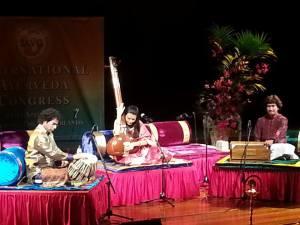 Concert de musique du Gandharva Veda, à laquelle la médecine ayurvédique attribue de profondes vertus thérapeutiques.