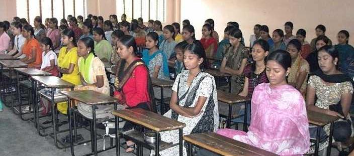 Un moment de MT en groupe dans une école en Inde, pour la paix intérieure et la paix dans le monde.